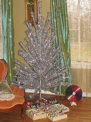 retro silver tinsel christmas tree color wheel