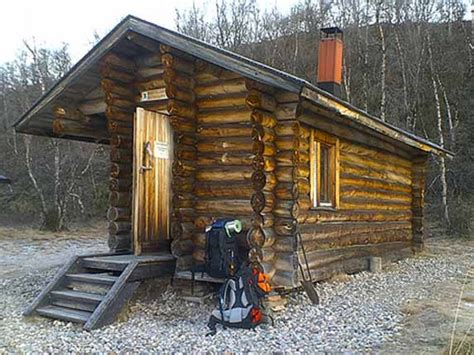 build a small cottage small tiny log cabins inside a small log cabins simple
