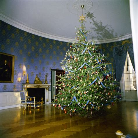 1996 blue room christmas tree kn c19727 tree in blue room of white house f kennedy presidential library