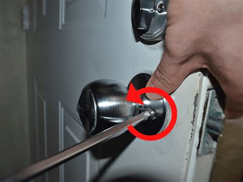 Door Knob No Screws by How To Replace A Door Knob Diy With Pictures