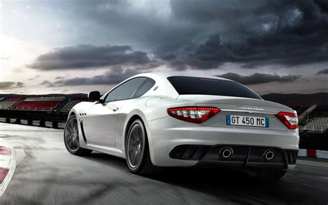 maserati granturismo mc stradale rear view in moiton photo 7