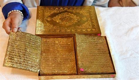 Set Koran 2 Wrn Abu Maroon 2 4 mengintip the golden tooling al quran berumur 500 tahun yang terbuat dari emas boombastis