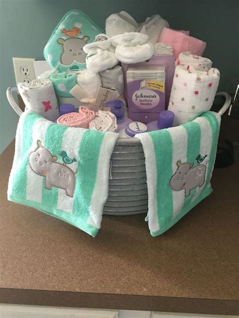 Gift Baskets For Baby Shower by Best 25 Baby Shower Baskets Ideas On Baby