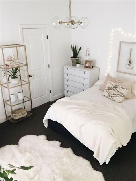 White Bedroom Decor by Best 25 White Bedroom Decor Ideas On White