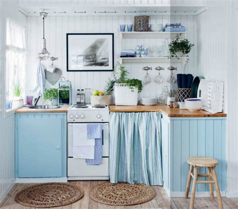 Simple Cottage Kitchen by Una Cocina En Azul Y Madera Kitchen In Blue And