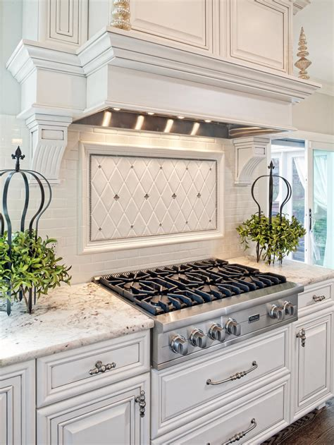 Classic Kitchen Backsplash | 21 spotless white traditional kitchen designs godfather