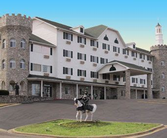 theme hotel branson mo settle inn in branson mo distinctive theme rooms and