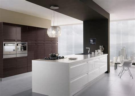 hotte cuisine suspendue hotte d 233 corative design comme un point focal dans la cuisine