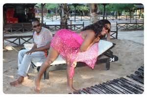 Aunt ezekiel akiwa katika picha mbalimbali na watu tofauti