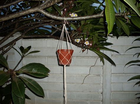 Make Plant - how to make a hanging potted plant rope holder kinda