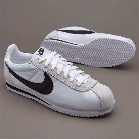 Sepatu Nike Classic Cortez sepatu sneakers nike sportswear classic cortez white black light bone