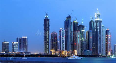 imagenes libres ciudad horizonte de la noche de la ciudad de dubai foto de