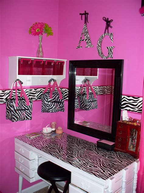 mommy lou  hot pink zebra room