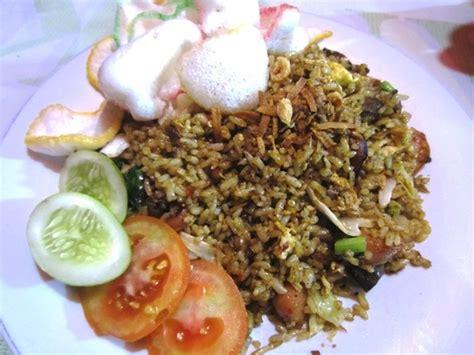 makan nasi goreng gila komplet murah   tempat  aja