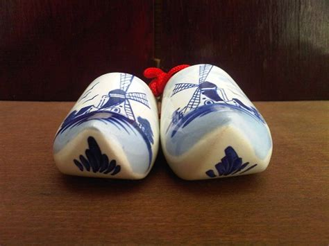 Sepatu Hiasan Batu by Karya Babah Antik Delft Ceramic Shoes Shoes