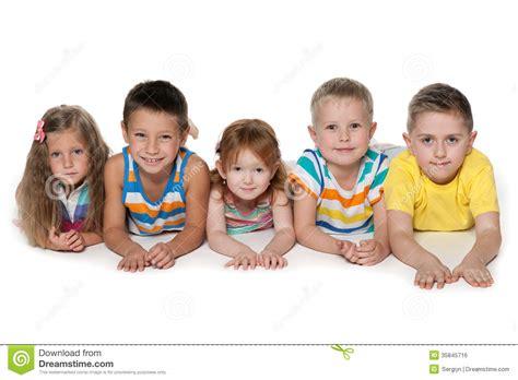 imagenes bebes alegres cinco ni 241 os alegres imagen de archivo libre de regal 237 as