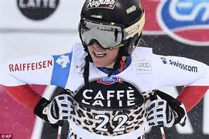 lara moritz dad lindsey vonn dons a knee brace to collect downhill world