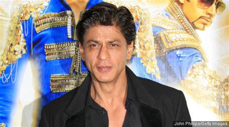 bintang film india lama bantu korban banjir chennai shahrukh khan beri sumbangan