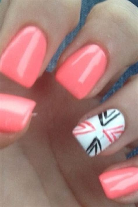 coral pattern nails coral nails with design horse wish list pinterest