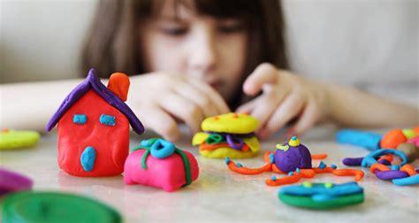 imagenes niños jugando con plastilina c 243 mo mejorar la capacidad de atenci 243 n en los ni 241 os bekia