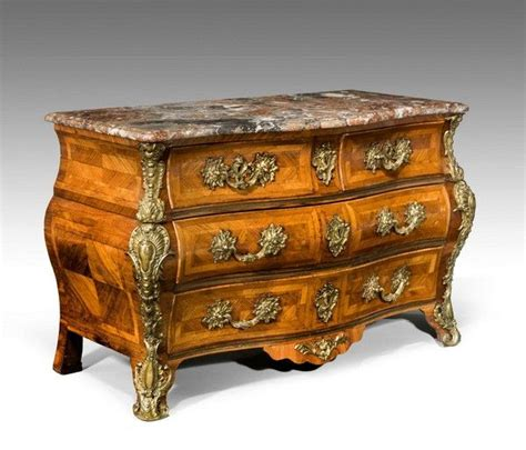 Commode Patinée by An Exceptionally Louis Xv Bombe Kingwood Commode Of