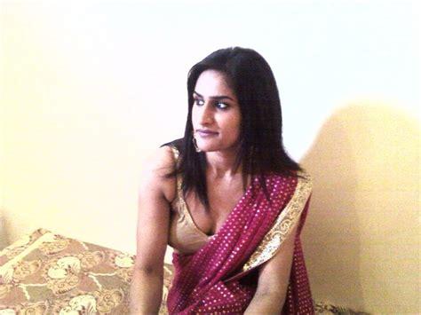 Indian Hot Saree Bhabhi Change Her Blouse Petticoat
