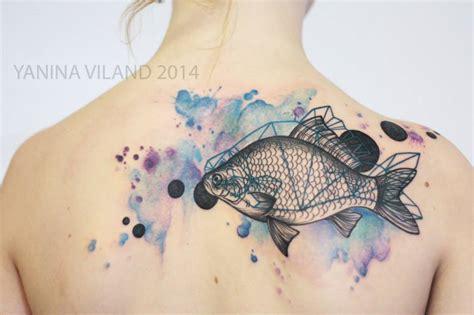 tattoo de pez koi en las costillas pez en acuarelas by yanina viland tatuajes para mujeres