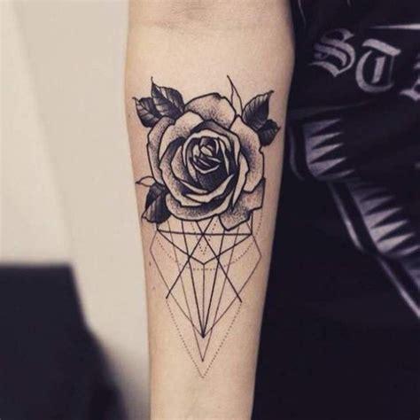 rose blume und geometrische linien und figuren unterarm