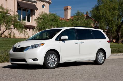 toyota vans 2013 toyota sienna reviews and rating motor trend