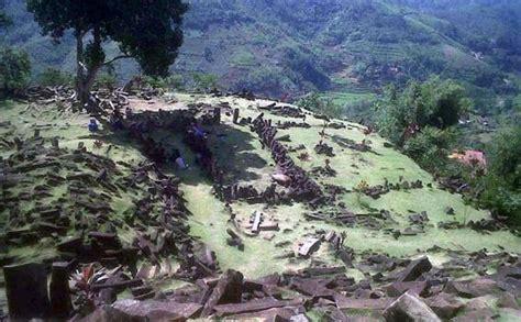 Situs Gunung Padang Misteri Dan Arkeologi situs gunung padang 10 kali luas borobudur tribunnews
