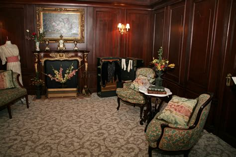 titanic 1st class bedrooms file titanic s first class stateroom jpg wikimedia commons