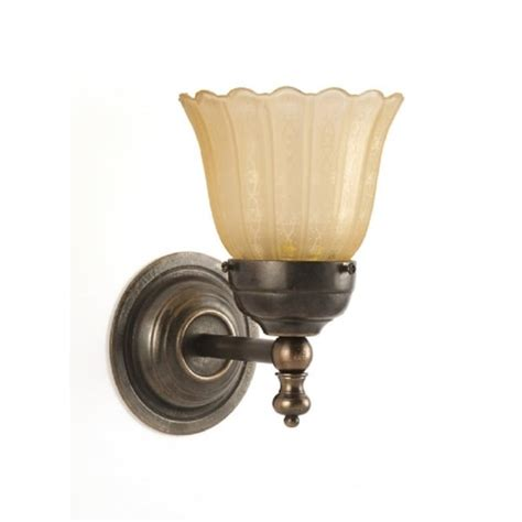 classic lights style compact single wall light in aged brass