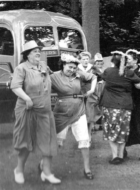 1954 England-women on a day-trip   Mo   Flickr