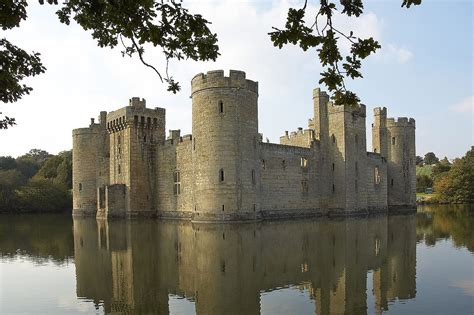 most beautiful english castles file castle bodiam1 cz jpg wikimedia commons