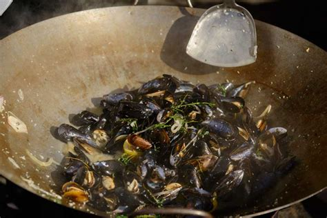 Calendar Island Mussels Chasing Penn Cove Mussel Madness Whidbey And Camano