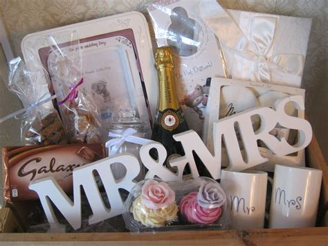 Wedding Hamper www.chic dreams.co.uk   gifts   Wedding