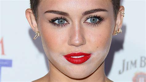 most famous celebrity makeup 12 worst celebrity powder flashback makeup fails of all