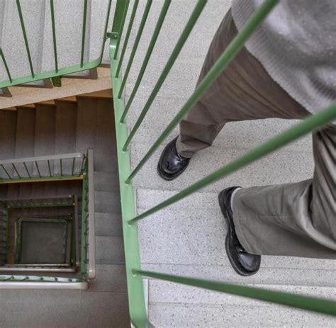 anspruch auf wohnung kein anspruch auf fahrstuhl zur eigentumswohnung f 252 rs