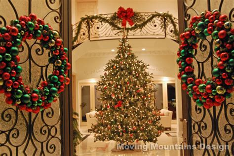 beautiful homes decorated for christmas traditional christmas decorations on pinterest