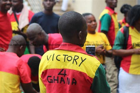 report ghana coach kwesi appiah to name new captain for black stars black stars coach kwesi appiah arrives in ghana photos