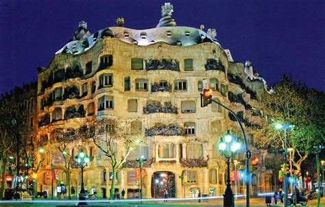 Bus Floor Plans by Casa Mila Cave In The Elite Area Of Barcelona