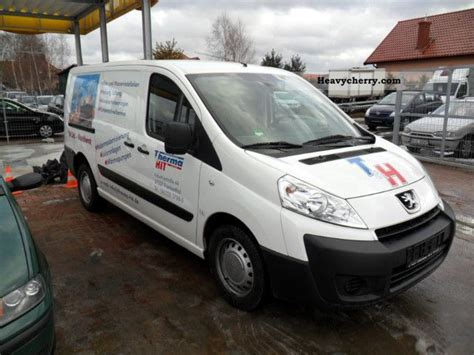 peugeot expert 2010 peugeot expert 2010 box type delivery van photo and specs