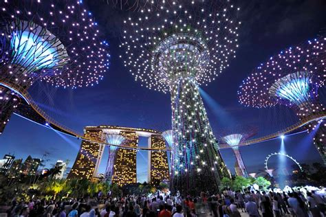 top tourist attractions  singapore maxi cab