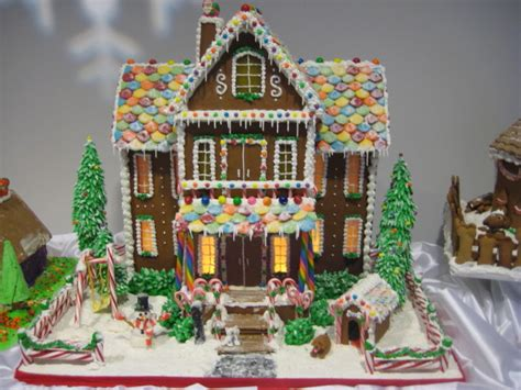 The Gingerbread House In The Roof Tile House Ideas Cozy Gingerbread Ginger Breads