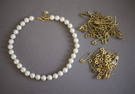 diy pearl safety pin necklace