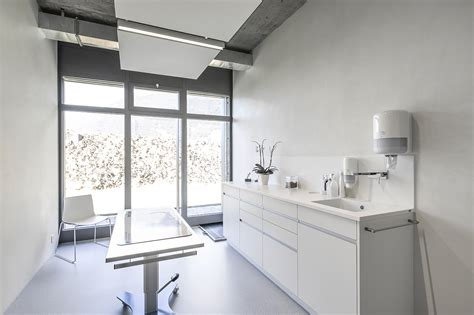 Veterinary Clinic Masans / domenig architekten   ArchDaily