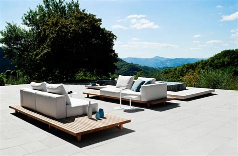 Metall Sofa Garten by Trendy Outdoor Decor Blends Minimalism With The Warmth Of Teak