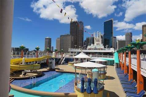 norwegian cruise australia norwegian jewel makes triumphant entrance into sydney