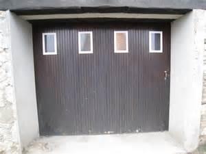 comment remplacer hublot porte de garage