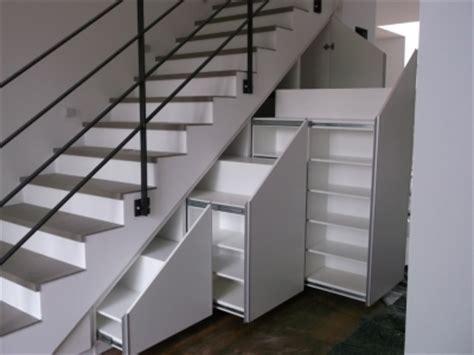 schuhregal unter treppe stilundtrend einrichtungen spezialbauunternehmen in